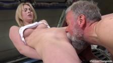 Geiler Blondinen Sex in der Werkstatt